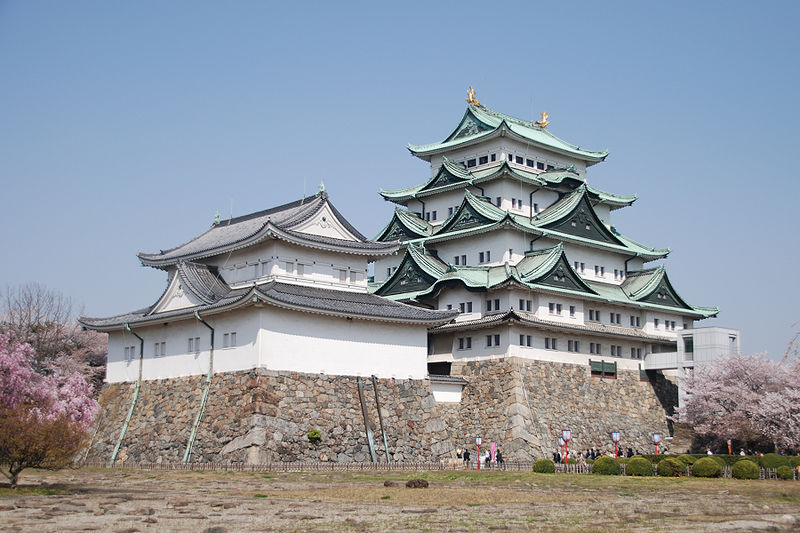 Nagoya Castle. Click the photo to send an e-mail.